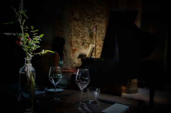 A piano, a table, two glasses.. perfect. #Piano #goodvibes #jazz #mood #photography #pianomoments #urbangroove HUAWEI Photo Award: After Dark Dark Drinking Glass Glass Indoors  Refreshment Table Wine