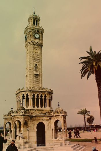 Izmir Built Structure Building Exterior Travel Destinations Large Group Of People Tourism Clock Clock Tower Palm Tree City Sky Outdoors Day Tree Real People EyeEm Nature Lover Nature Photography Beauty In Nature EyeEm Best Shots Eyeemphotography Eyemphotography Road Nature City