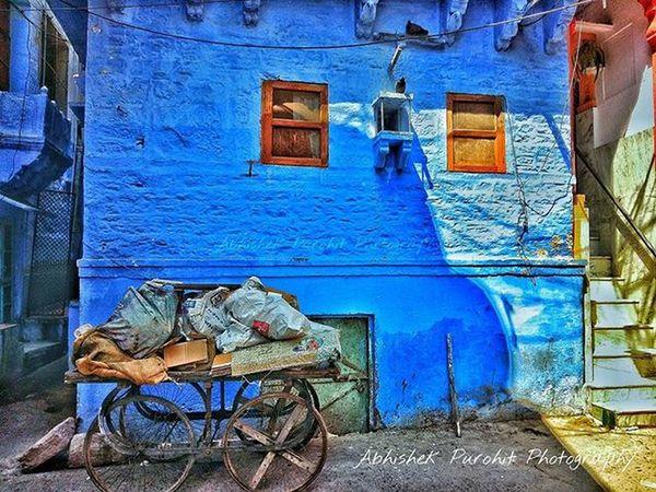 The blue nostalgic Mobliephotography Samsung A5 Photographie  Rajasthan Like4like Bluecity Photowalk Ithappensonlyinindia Jodhpuri Randomness Travel Concept Indian India Old Vintage Window Streetphotography Randomness Planetjodhpur Explore Freshpaint Thebluecity Blue street