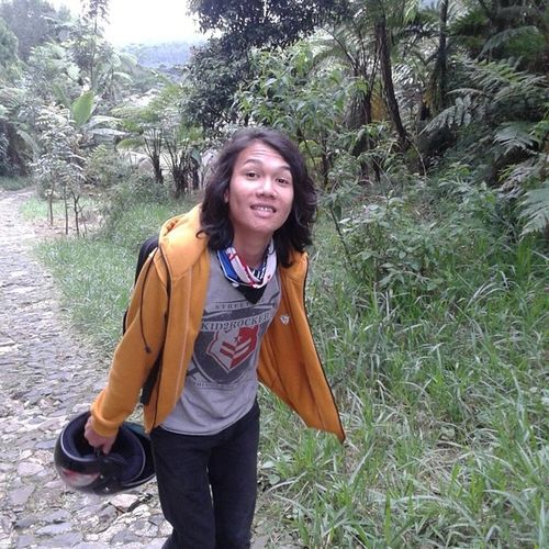 Vinto mendaki gunung melewati lembah........Ninjahatori