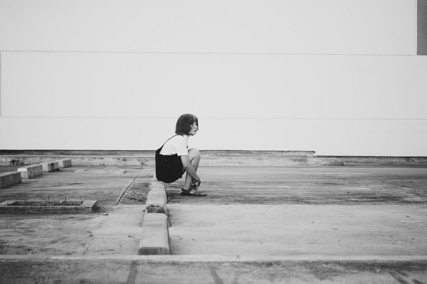 Alone. Blackandwhite Photography Women Of EyeEm Portraiture Woman VSCO NikonD3100 Asiangirl