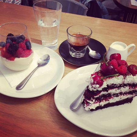 Dessert Collection Espresso Berries Cake