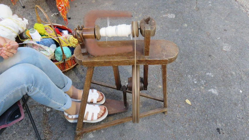 old spinning wheel Antique Ball Of Wool Craft Domestic Machine Molten Old Old Job  Pedal Spinning Wheel Spool Spools Of Thread Textile Tools Traditional Culture Vintage Wood Wool