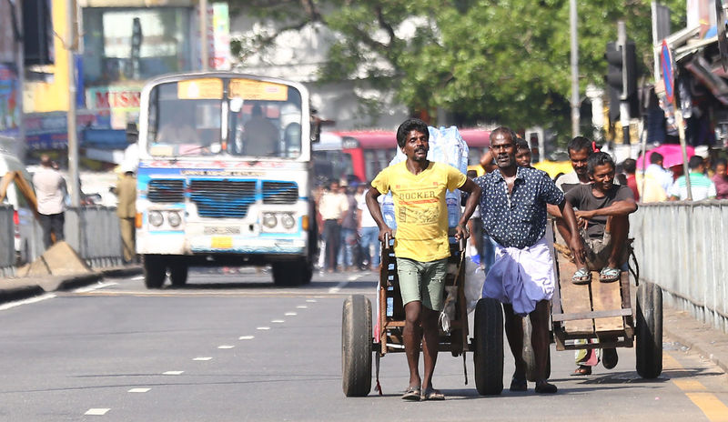 The Hard Work Of Portes Colombo Market City Day Dilivery Lifestyles Outdoors Porter Portero Transportation