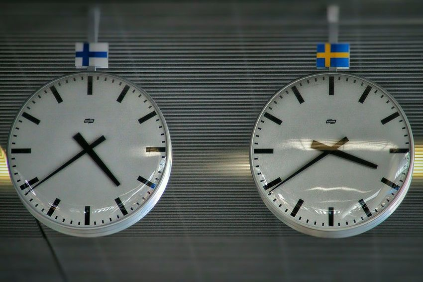 Timezone border Clocks Timezone Sweden Finland Time Hours Minutes Life Border Compare