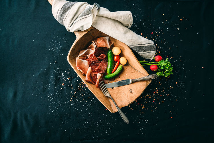 Food And Drink Food Freshness Healthy Eating Fruit Vegetable Wellbeing Indoors  Directly Above High Angle View Still Life Table Spice Pepper Wood - Material Cutting Board No People Chili Pepper Knife Kitchen Utensil Red Chili Pepper Black Background Table Knife