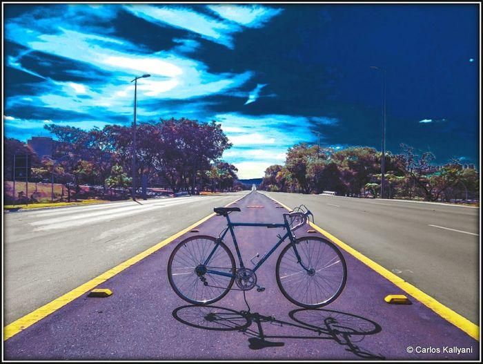 Bike na estrada Fotoshooting Foto Fotografia Photo Fotoart Photography No People Brasília Minha♥ Fotografia Photo Gavião Brasília Fotoartistica Fotoartegram Bikes Bicicleta Bycicle Bycicles