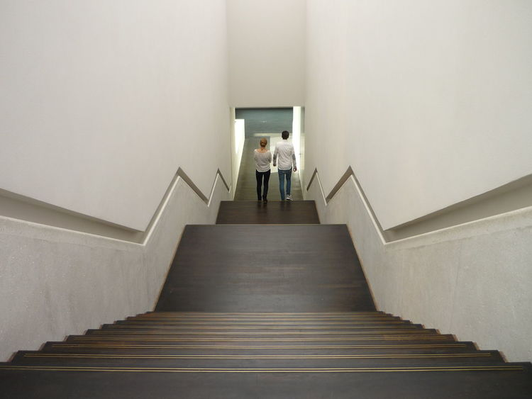 Treppe Symmetrical Symmetry Symmetrie Abwärts Downstairs #museum Handlauf Inndoor Photography Steps And Staircases Staircase Steps Full Length Indoors  Adult People Architecture