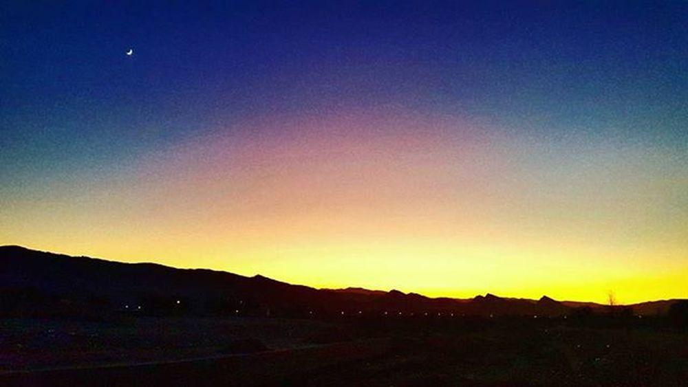 ▫ غروب_غربت همیشه برام تلخ بوده. Sunsets are more gloomy for Homesicks . 😚 . . اومدم مشهد ولی عکس واسه مشهد نیست. فردا می رم حرم کاش آدم بتونه گاهی تنهای تنها زندگی کنه 😔 توی_آسمون_چنتا_رنگ_میبینی کنتراستشوزیادکن دلم_گرفته شب_بخیر 😔