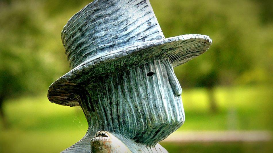 Sculpture La Hulpe Folon Hat Regard Human Representation Statue
