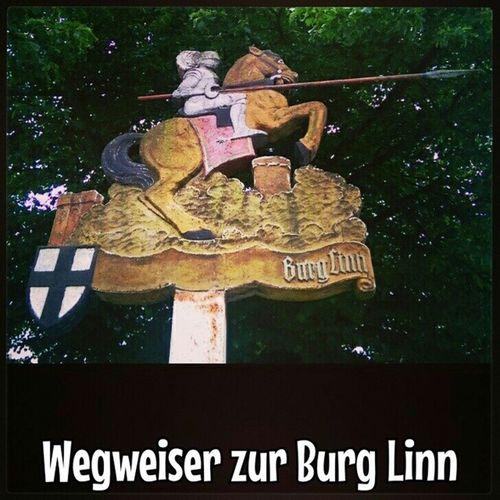 Cooler Wegweiser  zur BurgLinn . Oder? Krefeld KrefeldLinn LinnerBurg Linn