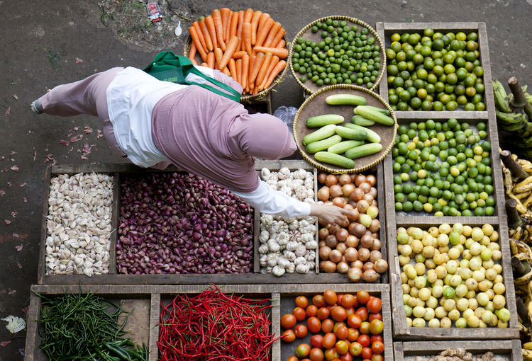 Market Business Buying Choice Container Day Food Food And Drink For Sale Freshness Fruit Healthy Eating Large Group Of Objects Market Market Stall One Person Outdoors Real People Retail  Retail Display Street Market Variation Vegetable Wellbeing