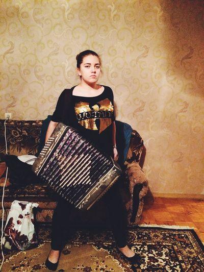 Accordeon Russian Woman