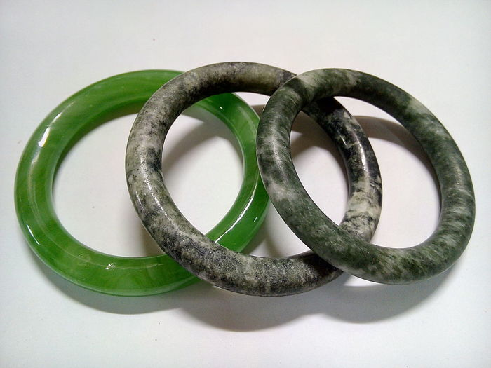 Chinese Accessory Rock Accessories Bracelet Chinies Bracelet Close-up Green & Brown No People White Background กำไลข้อมือ