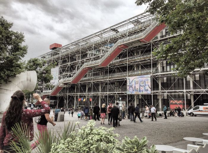 Pompidou ! Paris France Centre Georges Pompidou Postmodernism Hightech Renzo Piano Museum Openspace Library Grey Sky Clouds Green Red Fine Art Photography