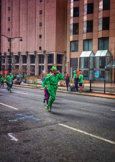 """...and the """"Saint"""" came runnin' in ✨🍀🎩🍀✨😃 Tadaa Community Saintpatricksday  LastYear 5k Run Green Luckoftheirish Fitness Real People Building Exterior Street Architecture Lifestyles Transportation Built Structure City Road City Life Large Group Of People Mode Of Transport Outdoors Men Women Leisure Activity Day Adults Only People Adult Stories From The City"""