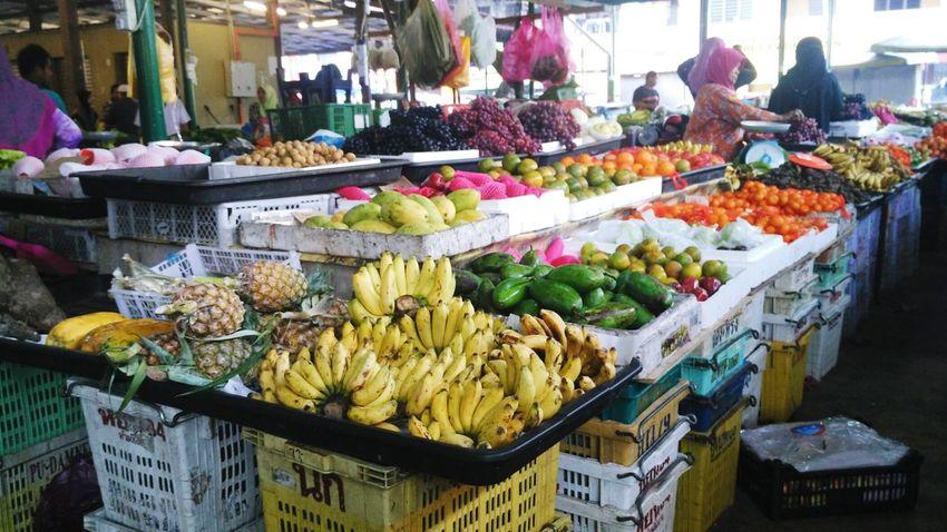 EyeEmNewHere Fruits Market Fruits Stall Varieties Of Fruits Bananas Mangos Orange Variety Colors Market Freshness Variation Large Group Of Objects Choice