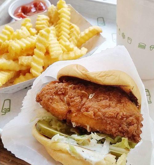 Power lunch @shakeshack Chicknshack Smoremilkshake Shakeshack Dailyfoodfeed Feedfeed Eeeeeats Eater Zagat Yahoofood Huffposttaste Buzzfeedfood Eatfamous