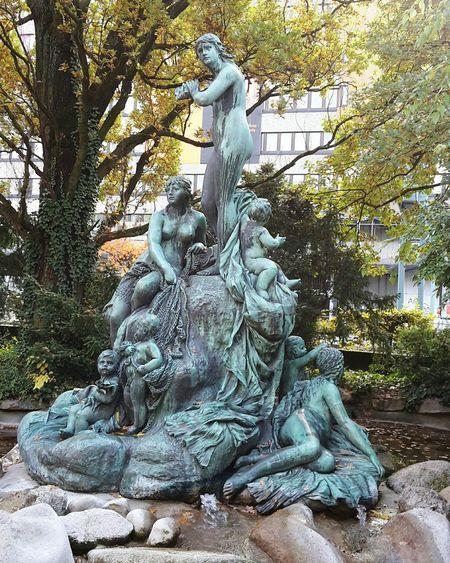 Plastiken von Heinrich Weltring Brunnen Nymphen Stadtpark Fountain Park Karlsruhe Nymphengarten Skulpture Skulpturen City Park Nymphe