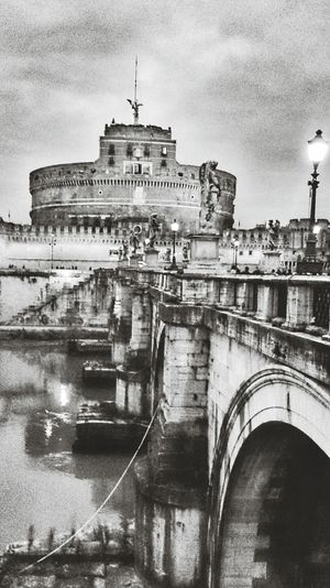 Castel Sant'Angelo. Roma. Architecture Photography Sonyxperiaz1 Vacanzeromane Roma Reportage Blackandwhite Photography Moving Around Rome