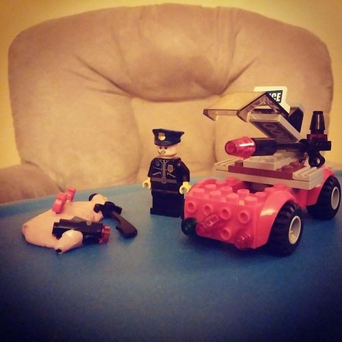The scene of a silly puddy mystery Sillypuddy LEGO Minifigure Police Toy TBT