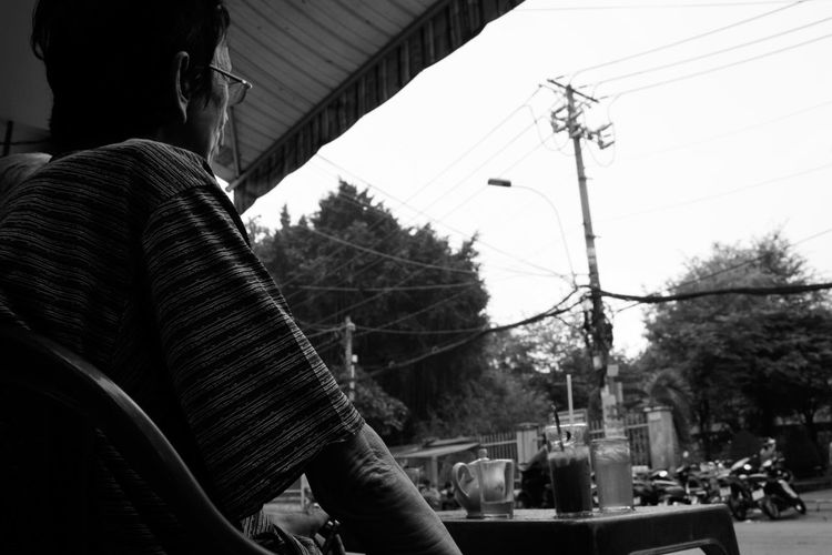 Back View Of A Man Black And White Clear Sky Coffee Morning Coffee Time Coffee ☕ Day Man Man With Glasses Sitting Outside Welcome To Black