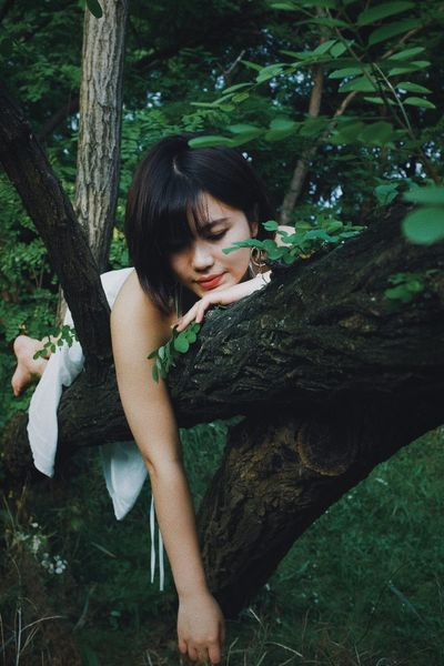Tree Plant One Person Real People Tree Trunk Trunk Leisure Activity Young Adult Sitting Nature Land Lifestyles Casual Clothing Women Young Women Day Forest Hairstyle Hair Outdoors Girly EyeEmNewHere Beauty In Nature The Week on EyeEm Pretty Girl