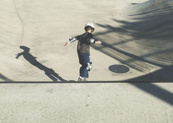 Skater Boy Child Children Only One Boy Only Headwear Skateboard Park Sport Skatelife Skateboard Skateboarding Skatepark waiting game My Year My View Sports Ramp Lifestyles Youth Culture Skill  Leisure Activity Childhood Light And Shadow Finding New Frontiers The City Light Welcome To Black