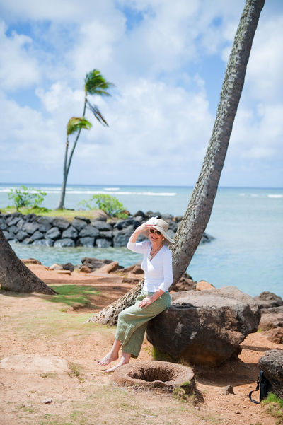 Senior couple on vacation in Hawaii Aloha Beach Couple Day Hawaii Oahu Palm Trees Seniors Sun Hat Vacation
