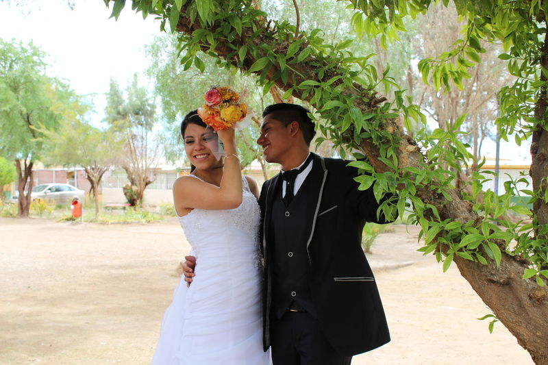 Bride Wedding Wedding Dress Happiness Togetherness Adult Women Celebration Smiling Day Wife Casados No Edit/no Filter Sinfiltro Amor Matrimonio Love❤ People NoEditNoFilter Beautiful People Outdoors Tree Beauty In Nature