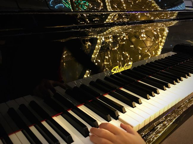 Piano Moments Pianoforte Piano Music Musician Musical Instrument Piano Key Human Hand Traveling IPhoneography Light And Shadow Travel Art Lights Christmas Lights Reflection
