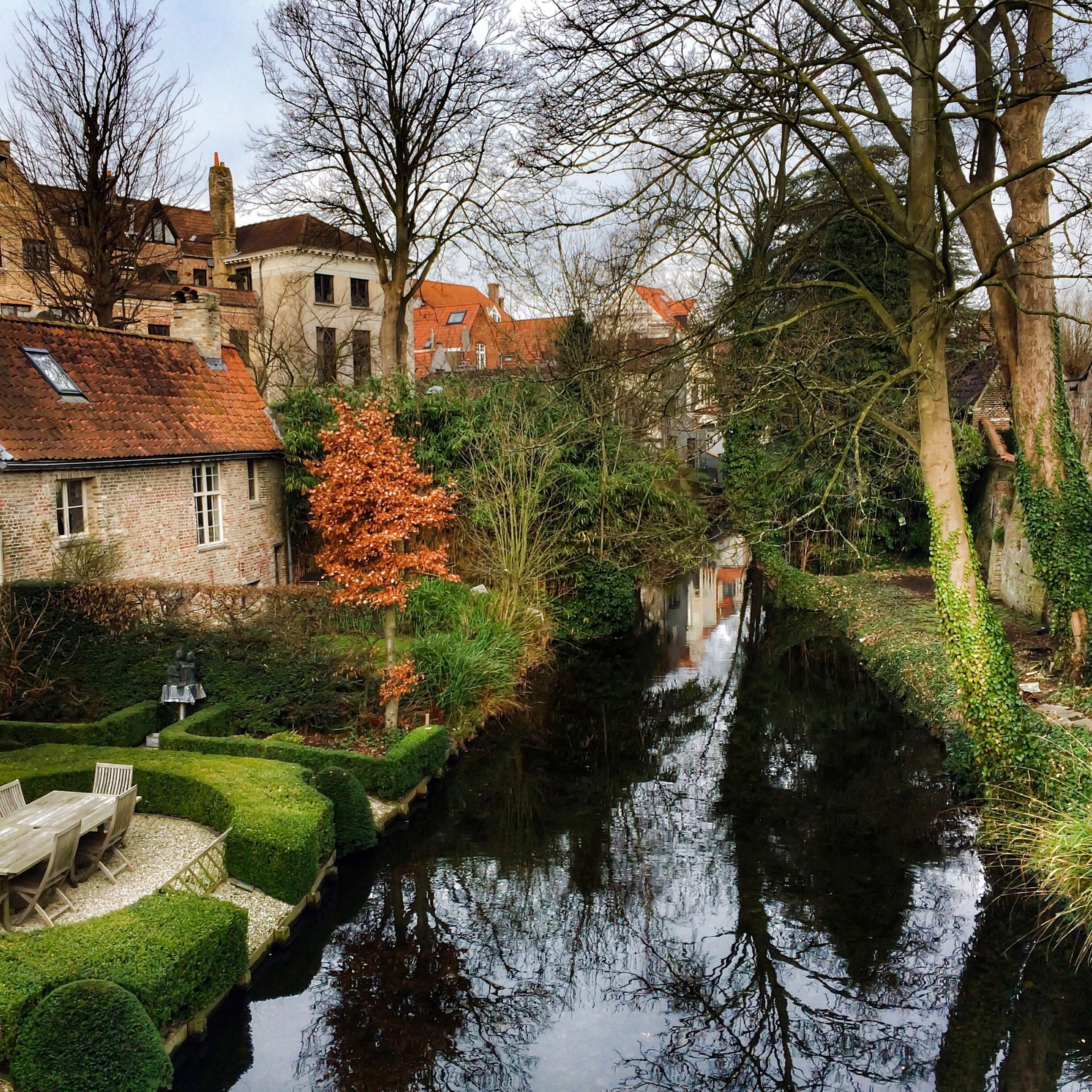 building exterior, architecture, built structure, water, tree, canal, house, waterfront, reflection, residential building, river, residential structure, bare tree, sky, branch, lake, day, incidental people, outdoors, town