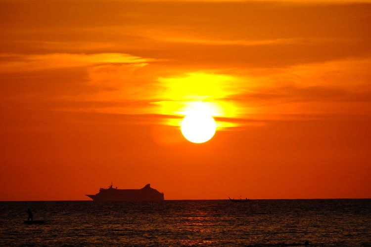 Fishing Boat Boat Tour Relaxing Holiday Romantic Passing Time Shadow Twilight Colorful Day Clouds And Sky Sunset Sun Sea Horizon Over Water Silhouette Orange Color Dramatic Sky Sunlight Outdoors Vacations Sky Water Nature Travel Beauty In Nature Beach Scenics Cloud - Sky Summer