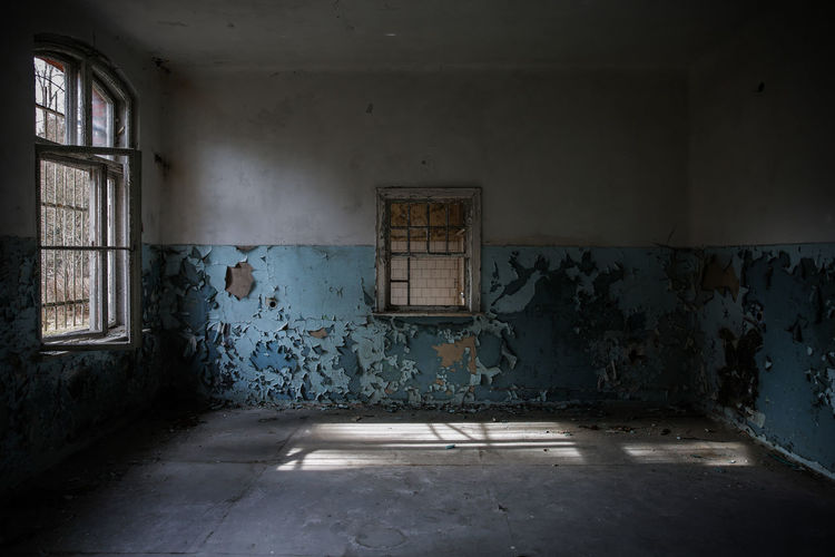 Hospital Ruins Trzoska Abandoned Architecture Bad Condition Built Structure Damaged Day Dirty Empty Hospital House Indoors  Lostplaces No People Old Buildings Rotting Window