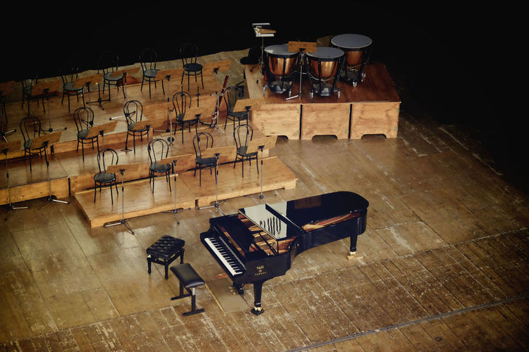 Absence Arts Culture And Entertainment Bühne Chairs Concert Flügel Grand Piano High Angle View Illuminated In Anticipation Konzert Large Group Of Objects No People Piano Stage Theater Theatre