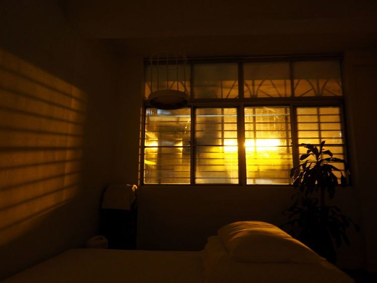Street Light Afterwork Getting Inspired Indoors  Light And Shadow Loneliness My Best Photo 2015 Night Lights No People Shadows & Lights Snapshots Of Life Urban Lifestyle Window