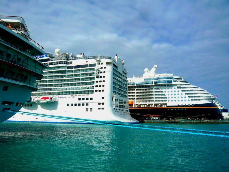 Enjoying Life Hello World Relaxing . Travel Water. Atlantis Tropical Climate Bahamas Atlantis, Bahamas.  Ships Boats Boats Boats Tropical Paradise Cruise Ship Cruiseship Cruiseliner Blue Wave