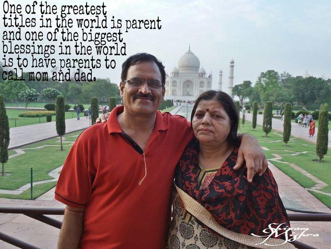 Parents ❤❤❤ Momanddad Tajmahal Totallyinlove  Cute Couple In Love Taking Photos Love Hangout
