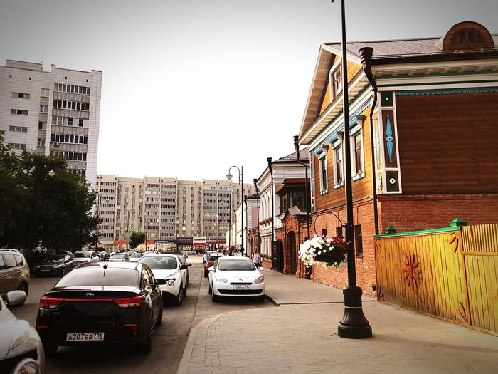 Kazan, Staray Tatarskay Sloboda Contrast EyeEm Selects Building Exterior Built Structure Mode Of Transportation City Car Travel First Eyeem Photo