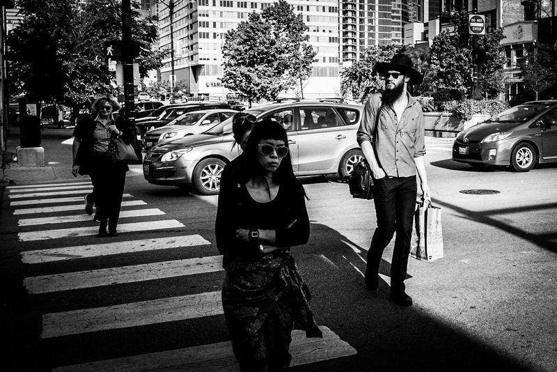 B&w Streetphotography Fujifilm FujiX100T X100t Crossing