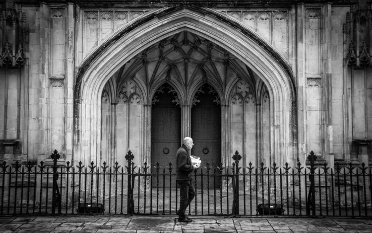 My first proper attempt at some Street Photography... outside Winchester Cathedral. Man with a bag of chips... That'll do me...quality. Eating Passerby Winchester Adult Arch Architecture Building Exterior Built Structure Chips Day Full Length Man Eating Man Walking Past Men One Person Outdoors People Place Of Worship Real People Standing Street Food Streetphoto_bw Streetphotography Walking By Winchester Cathedral
