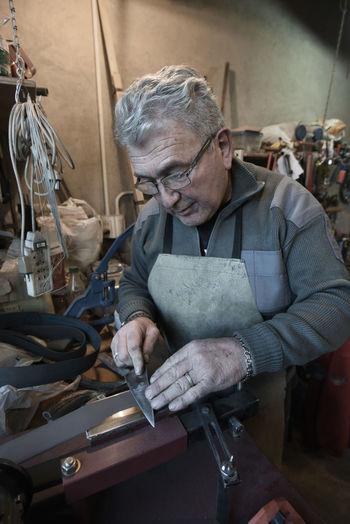 Raul ordonez, cuchillero artesanal de la provincia de Mendoza, Argentina Knife Taller The Portraitist - 2018 EyeEm Awards Artesano Cuchilleros Cuchillo