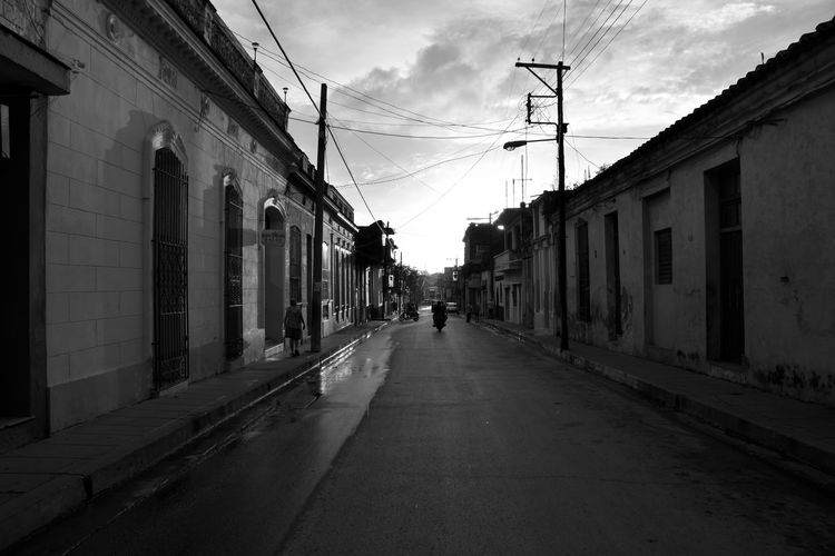 Architecture Built Structure Building Exterior The Way Forward Electricity  Residential District Incidental People Diminishing Perspective City Santa Clara Cuba Travel Destinations Travel Cuba Cuba Collection