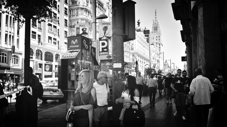 Madrid • Gran Via Streetphoto_bw Woman