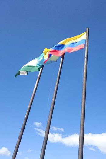 Mi ciudad, mi tierra, mis colores Hanging Out Taking Photos Check This Out Enjoying Life Tunja Tourism Boyaca Colombia Colombia ♥  Flags Flags In The Wind