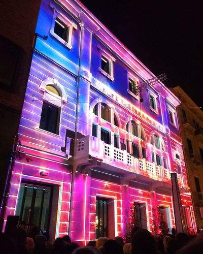 Light Effect Lights Effects light and reflection Luminosity Event Streetphotography Urban Scene Neon Illuminated City Window Architecture Building Exterior Built Structure