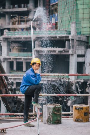 China Working Worker Construction Construction Site City Person Colours VSCO Vscocam Journey Urban Documentary The Week Of Eyeem Travel Photography Looking At Camera Travel Eye4photography  Cityscape EyeEm Best Shots Urban Life Day Check This Out Redstartravel