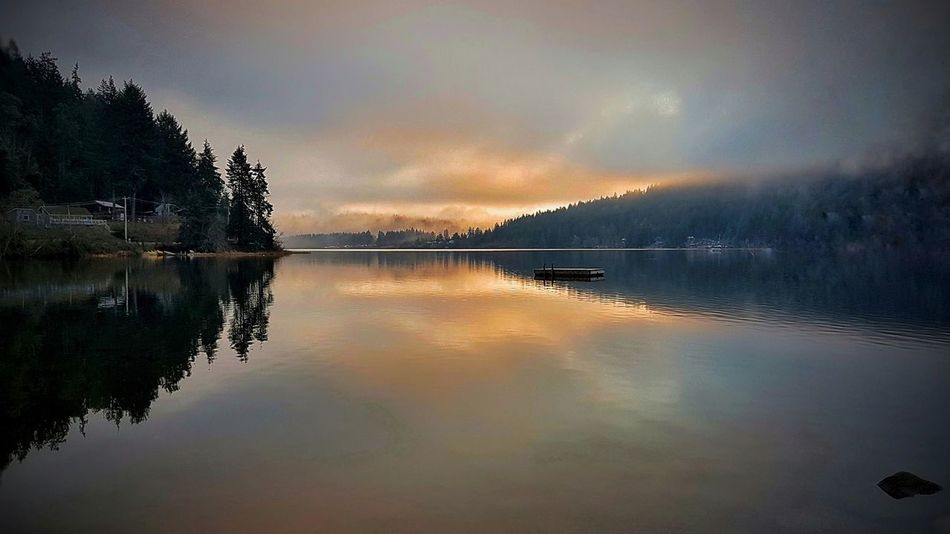 Reflection Cloud - Sky Scenics Water Tranquility Lake Nature Outdoors Tranquil Scene Sky Beauty In Nature Landscape No People Mountain Sunset
