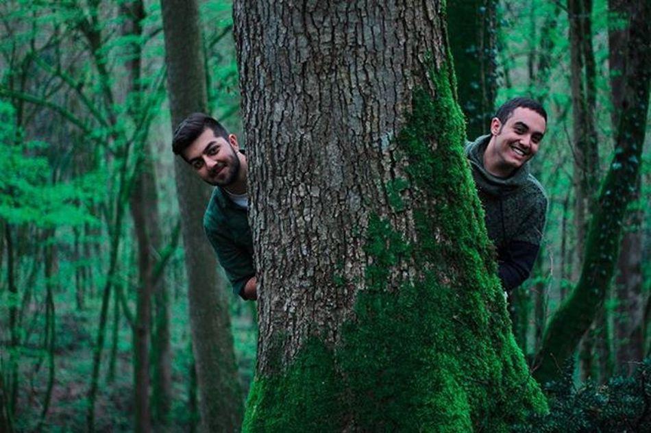 🌳👬🌳 . رفیق پایه که گفته بودم ایشونه😍💪 پشت اون خنده ها چیزی نهفتست😂 البته پشت هر خنده ایی چیزی نهفتست ولی این عکس و خنده هاش داستان داشت😆 بخندید و سفر به گَزو رو از دست ندید شبتون مثل طـ🌳ـبیعت سـ💚ـبز جنگل گزو سفر_به_گَزو