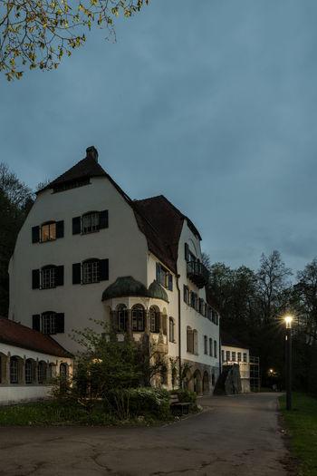 Architektur Bäume Deutschland Gebäude Haus Herrlingen Himmel Historisch Keine Menschen Langzeitbelichtung Laterne Lindenhof Morgen Tagesanbruch Villa Weg